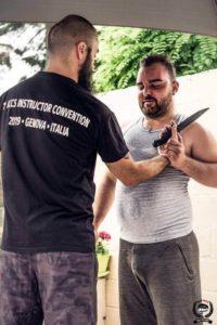 Défense couteau en Krav Maga