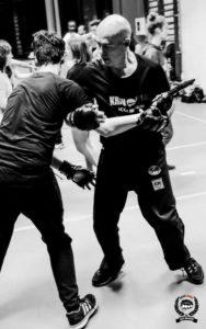 technique de self-defense contre un couteau