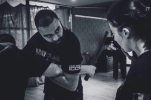 contrôle bâton en self-défense