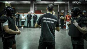 Le coach préparant les élèves au sharpatz