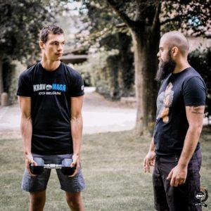 Mathis et le coach occupé à parler