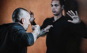 défnse contre un coup de poing en self-defense
