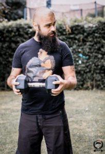 biceps curl avec une haltère